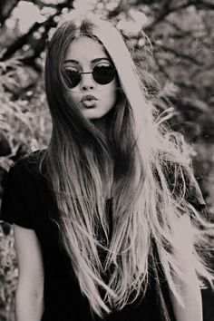 long hair, cute sunglasses Straight and black hair curly hair hair Looks Chic, Looks Style, Cute Sunglasses, Oakley Sunglasses, Sunnies, Round Sunglasses, My Hairstyle, Pretty Hairstyles, Hipster Hairstyles