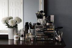 Makeup Storage Like Kardashians Malm Makeup Organization Vanity Room, Vanity Decor, Vanity Set, Home Organisation, Makeup Organization, Muji Makeup Storage, Storage Drawers, Tamira Jarrel, Rangement Makeup