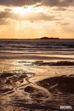 Ríos de mar Detalle del mar Cantábrico durante un atardecer en Playa de Verdicio Gozón Asturias