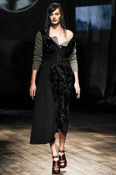 Pasarela: Prada encuentra inspiración en el filme Butterfield 8, protagonizada por una joven Elizabeth Taylor para su desfile FW13.  http://www.vogue.mx/desfiles/otono-invierno-2013-milan-prada/6774