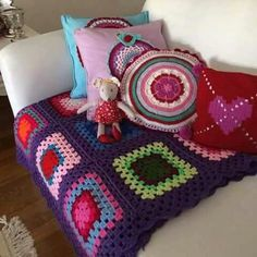 Crochet Afgans, Pillows, Color, Granny Squares, Circles, Blankets, Rooms, Beautiful, Toss Pillows