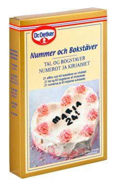 Dr. Oetker Tummasuklaiset numerot ja kirjaimet onnittelutekstien kirjoittamiseen. Kirjaimet on valittu myös suomenkieleen sopiviksi.