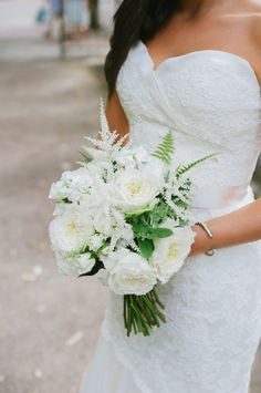 Head over heels in love with this white bridal bouquet! Bouquet by http://ideas-in-bloom.com   Photo by http://fatorangecatstudio.com