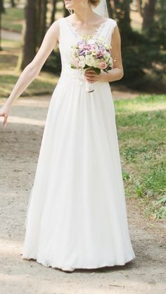 Suknie - Romantyczna, delikatna suknia ślubna z lekkim trenem - 1 300,00zł
