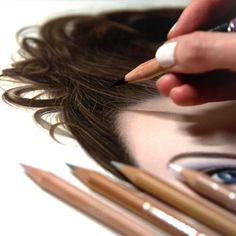 Artist Uses Color Pencils To Create Hyper-Realistic Drawings