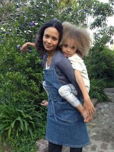 Lauri's friend Thandie and her daughter, Nico in the garden. Thandie is wearing the new Edible Gardens LA apron. It's an apron we collaborated on with Joe's Jeans and I am really excited about it. It is made in the USA from Japanese denim and is a part Black Love, Black Is Beautiful, Beautiful People, Black Celebrities, Celebs, Afro, Curly Hair Styles, Natural Hair Styles, Natural Beauty