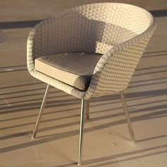 FueraDentro SHELL MODERN Garden FURNITURE | Shell RETRO Design Outdoor DINING Furniture Designed By Jan Des Bouvrie | COMFORTABLE Tub CHAIR In All-Weather Materials | CHIC Garden Dining TABLES In Range Of Sizes | Designer Woven Garden Furniture.