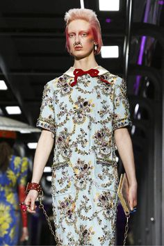 Watch the livestream of the Gucci show ready-to-wear collection Fall/Winter 2017 from Milan.