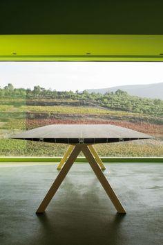 WOW! Table B mit Holzgestell und laminierter Tischplatte!