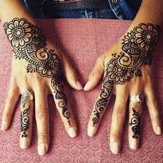 Mehndi design makes hand beautiful and fabulous. Here, you will see awesome and Simple Mehndi Designs For Hands. Henna Art Designs, Beautiful Henna Designs, Beautiful Mehndi, Simple Mehndi Designs, Mehndi Designs For Hands, Mehandi Designs, Henna Mehndi, Henna Tattoo Hand, Henna Body Art