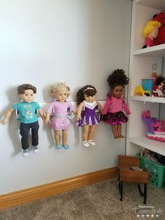 DIY American Girl Doll Holder - keep 18 inch dolls organized and displayed Looking for a way to organize your little one's dolls? Store your 18 inch dolls up off the floor with this easy DIY American Girl Doll Holder. Casa American Girl, American Girl Bedrooms, American Girl Storage, American Girl Doll Bed, American Girl Crafts, American Girls, American Girl Dollhouse, American Girl Stuff, American Girl Furniture