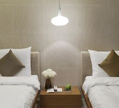 La suspension A tomic signée Paolo Zani. #suspension #luminaire# designer #paolozani #designer #chambre #maison #atomic #fontanaarte #pendantlight #lighting #design #bedroom #room #inspiration