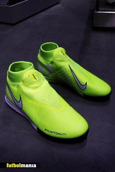 Cool Football Boots, Football Shoes, Football Cleats, Nike Soccer Shoes, Soccer Boots, Sports Shoes, Street Football, Nike World, Soccer Accessories