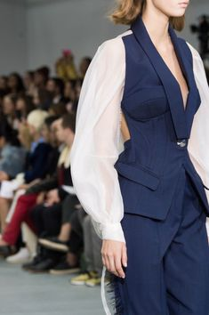 Antonio Berardi, Spring 2017 - These London Runway Details Are Too Pretty for Words - Photos Best Picture For Runway Fashion black For Your Taste You are looking for something, and it is going to tell London Fashion Weeks, Fashion Milan, Runway Fashion, Trendy Fashion, High Fashion, Fashion Show, Fashion Outfits, Fashion Trends, Fashion Videos
