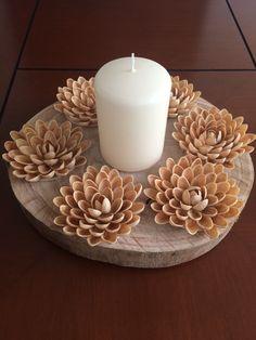 Pistachio shells centerpiece - Her Crochet Diy Home Crafts, Easy Diy Crafts, Diy Arts And Crafts, Pista Shell Crafts, Pasta Crafts, Shell Centerpieces, Thali Decoration Ideas, Housewarming Decorations, Pistachio Shells