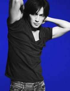 画像・写真|約5年半ぶりシングル「羽」を来年1月13日にリリースする稲葉浩志 1枚目