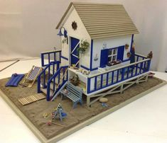 Miniature beach house by Ananda Miniatures Vitrine Miniature, Miniature Rooms, Miniature Houses, Diy Dollhouse, Dollhouse Furniture, Dollhouse Miniatures, Fairy Houses, Doll Houses, Popsicle Stick Crafts