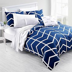 Add a brilliant dimension to your bedroom with the comfortable Capri Comforter Set from VCNY. The geometric, chevron design of this polyester set is a cozy, fabulous addition that comes with a comforter and pillow shams.
