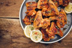 Chillie sprinkled spicy chicken wings on a wooden table Grilled Hot Wings Recipe, Best Chicken Wing Recipe, Grilled Chicken Wings, Chicken Wing Recipes, Chicken Rub, Chicken Eggs, Chicken Breasts, Balsamic Vinegar Chicken, Spice Rub