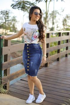 pencil skirt and tshirt outfit Casual Fall Outfits, Modest Outfits, Modest Fashion, Stylish Outfits, Fashion Outfits, Midi Rock Outfit, Midi Skirt Outfit, Pencil Skirt Casual, Denim Pencil Skirt