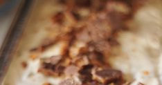 Ihana aurinkoinen päivä inspiroi taas jäätelön tekoon.   Tämäkin jäätelö valmistuu ilman jäätelökonetta.         Daim-kin... Oatmeal, Food And Drink, Ice Cream, Breakfast, The Oatmeal, No Churn Ice Cream, Morning Coffee, Rolled Oats, Icecream Craft
