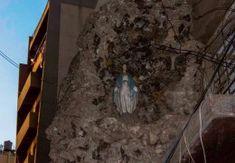 Bejrút: Socha Božej Matky zostala napriek škodám okolo nej nedotknutá Father Status, Blessed Virgin Mary, Our Lady, Mount Rushmore, Cool Photos, Marvel, Mountains, Outdoor, Beirut
