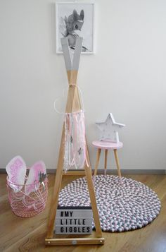 My Little Giggles Kids Wooden Clothes Rack von MyLittleGigglesMelb