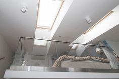 Fiatal hölgy 40m2-es modern lakásának bővítése +20m2 galériával - nagy belmagasság tetőtérben