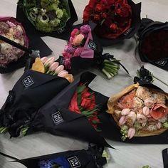 Стильно! Красиво! Лаконично! #flowers #florist #доставкацветовмосква #доставкацветов #доставкамосква #blackpaper #чернаябумага #купить #крутойбукет #купитьбукет #красиваямосква #доставкацветов #доставкацветовмосква