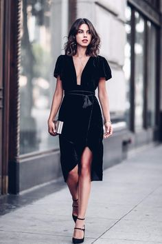 We love our little black dresses and this one is guaranteed to add a little omph to your wardrobe. A plunge neck dress with tassels tie in luxurious velvet is the absolute must have this season! - Length: Knee-Length - Neckline: V-Neck - Material: Polyester - Fabric: Velvet Size Chart (Measurements in cm) 2.54 cm=1 inch Size Bust Waist Shoulder Length S 82 65 32.5 103 M 87 70 35 104 L 92 75 37.5 105 XL 97 80 40 106 2XL 102 85 42.5 107