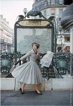 Uma versão que nos relembra o atual streetstyle da euforia de New Look de Christian Dior