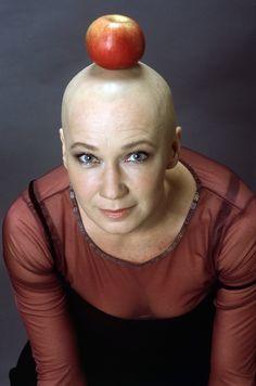 20 kép az 1000 arcú színésznőről: Udvaros Dorottya ma 61 éves Bald Women, Shaving Razor, Bald Heads, Fruit, Smooth, Icons, Symbols, Ikon