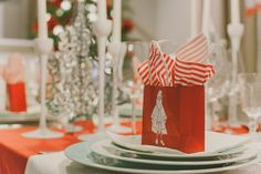 Surpresas de Natal. Ikea Christmas, Portugal, Table Decorations, Furniture, Home Decor, Interiors, Decoration Home, Room Decor, Home Furnishings