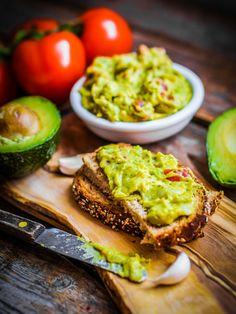 Avocados sind beliebter denn je. Guacamole schmeckt nicht nur in der mexikanischen Küche, sondern auch auf einem Butterbrot. Das Original