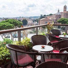 Lunching alfresco in #Milano #Italy #wine #homi #interiordesign #interiorstx #dining #homedecor #dallas #southlake #texas #IADD #BFID #Livingwell #southernliving #weekend #weekendgetaway #vacation #travel #instagram #like4follow