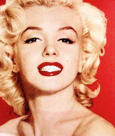 Marilyn Monroe is beautiful. Marilyn Monroe Photos, Marylin Monroe, Hollywood Icons, Old Hollywood, Classic Hollywood, Classic Beauty, Timeless Beauty, Harold Lloyd, The Most Beautiful Girl