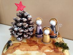 Coffee pods are individually prepared and wrapped single-serve ground coffee that almost looks like compacted tea bags. Acorn Crafts, Pine Cone Crafts, Xmas Crafts, Diy And Crafts, Crafts For Kids, Christmas Tree Ornaments, Christmas Time, Christmas Decorations, Diy Crib