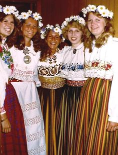 estonian costume tallinn | Estonian girls in Estonian folk costumes - Tallinna Festival in ...