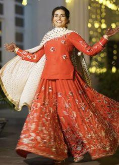 Indian Bridal Outfits, Pakistani Outfits, Indian Dresses, Bridal Suits Punjabi, Punjabi Suits Party Wear, Designer Party Wear Dresses, Kurti Designs Party Wear, Punjabi Fashion, Indian Fashion