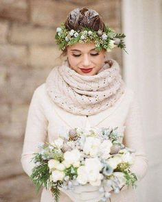 Are you a soon-to-be winter bride? Get inspired for your winter wedding with these beautiful style concepts perfect for every winter bride. Wedding Shoot, Dream Wedding, Wedding Day, Wedding Blog, Wedding Flowers, Wedding Bouquets, Wedding White, Wedding Season, Bride Flowers