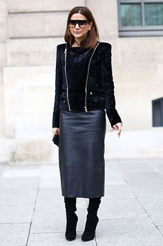 The Girl: Christine Centenera, senior fashion editor, Vogue Australia. The Location: Place Vendôme The Look: Tone-on-tone chic in Balmain jacket and skirt, Gianvito Rossi boots and Celine sunglasses. Office Fashion, Paris Fashion, Christine Centenera, Fashion Editor, Fashion Trends, Fashion Styles, Mode Simple, Mode Top, All Black Outfit