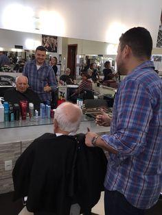 #cortar O #cabelo do meu Velho é uma honra.   #MeuIdolo #MeuPaiMeuHeroi #Orgulho   #efhairclubBARbearia #efhairclub #barbershopbrasil #tijuca #tapanovisual #cortando #cabelo #cortemasculino #barberlove @barbershopconnect