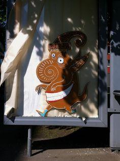 #pepperkakemannen på en knust adshel i Sofienbergparken. Oslo, Graffiti, Street Art