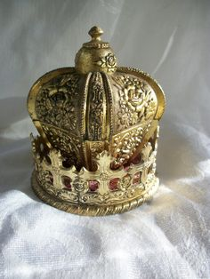 Vintage  CROWN  Jewelry  Music  Musical  Box  by BohemianStarlet, $40.00