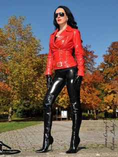 http://www.leather-kingdom.com/media/images/popup/Lack_jacke_DS-614V-Rot-2a.jpg