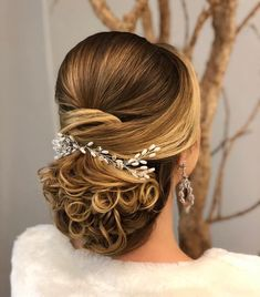 If you want to make your wedding hairstyle more and more attractive and gorgeous, these should be the unavoidable option for you. So, we must keep these accessories in your consideration for your wedding.