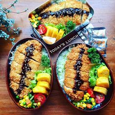 Tonkatsu bento box, with sides of tamagoyaki, sauteed spinach & corn, cherry tomatoes, and rice. Cute Food, I Love Food, Yummy Food, Bento Box Lunch, Lunch Snacks, Lunches, Bento Recipes, Healthy Recipes, Asian Cooking
