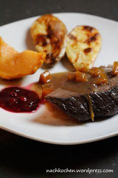 Weihnachtsmenü: Hirsch au Vin, Maronen-Kartoffel-Kroketten, gebackene Quitten & Johannisbeergelee