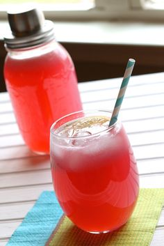 Graduation party or baby shower coming up? Skip bottled drinks and try this homemade mocktail from @alisonlewis instead. It's a sure crowd-pleaser.