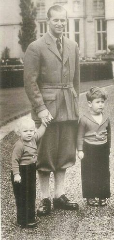 Devoted dad, Prince Philip with his two eldest offspring Princess Anne and Prince Charles. Royal Uk, Royal Life, Prince Charles And Camilla, Prince Phillip, Elizabeth Philip, Queen Elizabeth Ii, Princess Anne, Princess Margaret, Mary Olsen